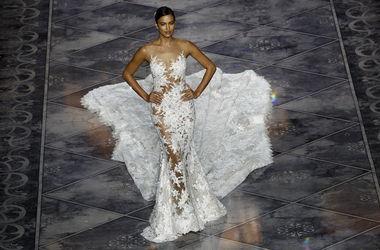 Ирина Шейк примерила роскошное свадебное платье