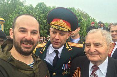 """Лидер """"ДНР"""" Захарченко решил в честь Дня Победы напиться и еле стоял на ногах"""