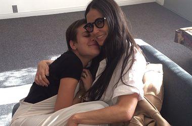Дочери Деми Мур поделились интимными снимками матери (фото)