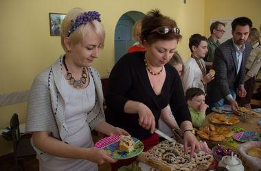Когда мама далеко: как живут переселенцы из Донбасса и Крыма вдали от родных