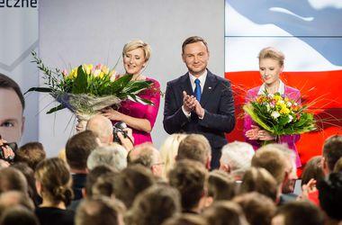 В Польше в первом туре выборов победил оппонент Коморовского