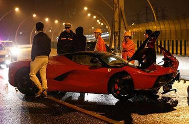 В сети появились новые фото аварии дорогущего LaFerrari в Китае