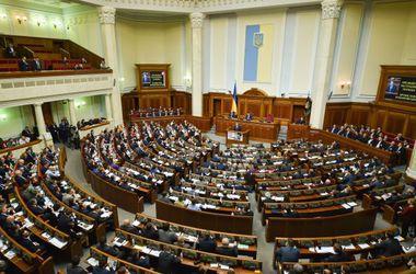 Чиновникам, которые работают в Донбассе, хотят выдавать оружие