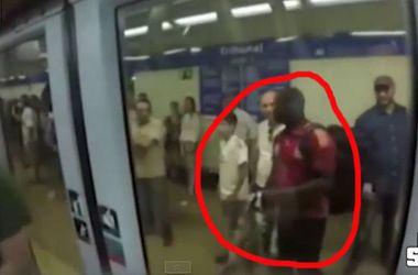 """Фанаты """"Ювентуса"""" вытолкнули из вагона метро темнокожего болельщика """"Реала"""""""