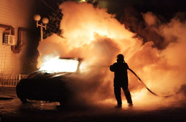 На улицах Киева за сутки сгорели четыре машины