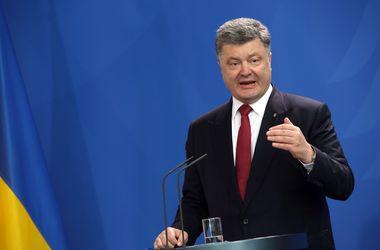 Итоги дня, 14 мая: заявление Порошенко о войсках РФ, предложение отставки Авакова, новые условия снятия депозитов и многое другое