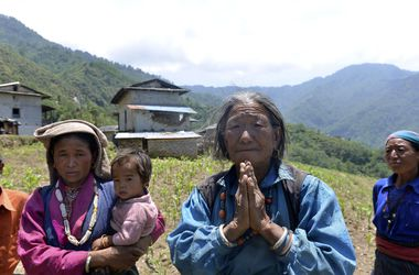 Непал после второго землетрясения: люди живут среди руин и молят о помощи