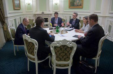 Яценюк обсудил с Нуланд вопрос преодоления российской агрессии