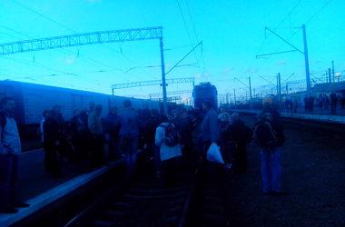 Жители Киевской области перекрыли железную дорогу