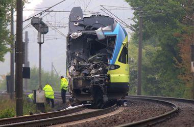 В Германии поезд с навозом протаранил грузовик