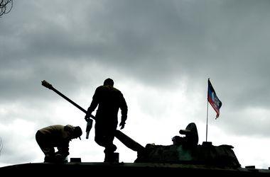 Боевики на танках и БМП обстреливают населенные пункты