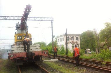 Как боевики восстанавливают железную дорогу в Дебальцево
