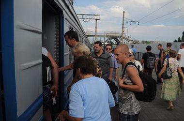 Почему люди под Киевом перекрывали железную дорогу