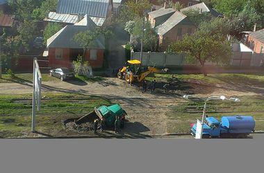 В Харькове грузовик провалился под землю