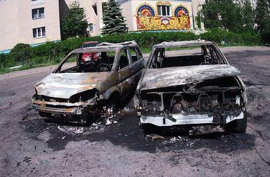 В киевском дворе за ночь сгорели четыре машины