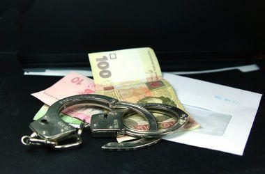"""Столичных чиновников задержали """"на горячем"""" в момент распределения взятки"""