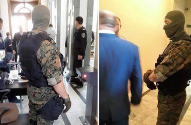 Скандальное задержание в горсовете Тернополя: мэр защищает зама