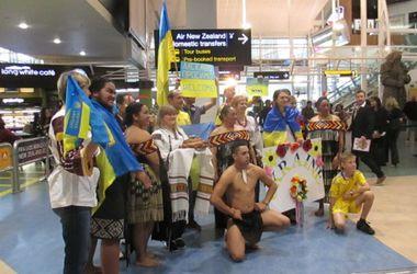 Сборную Украины в Новой Зеландии встретили караваем и хакой