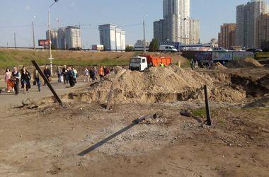 """Как Кличко ездил на скандальную стройку возле метро """"Осокорки"""""""