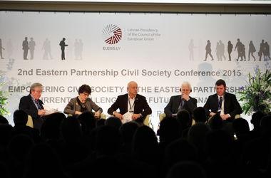 Эксперты: Европа готова отменить визы для украинцев в 2016 году