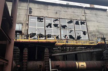 Авдеевский завод подвергся массированному обстрелу