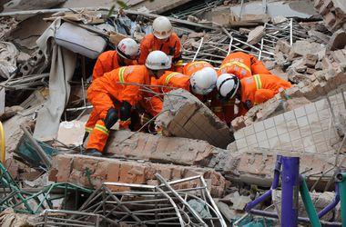 В Китае оползень разрушил 10-этажный жилой дом