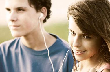 Децибелы мобильного звука угрожают молодым ушам