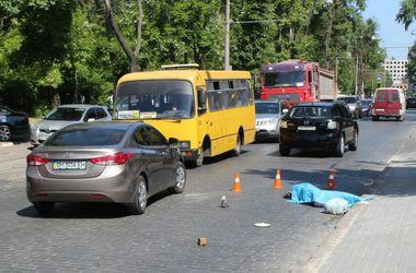 В Одессе девушка за рулем насмерть сбила мужчину