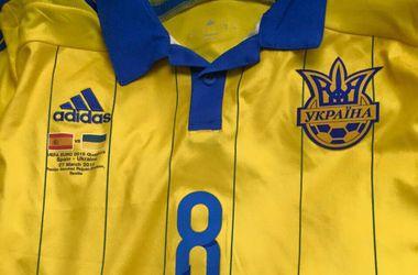 Футболку Романа Зозули продали за 33 500 гривен