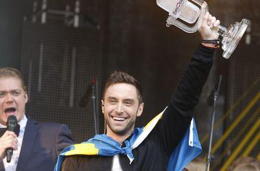 В сеть попали фото победителя Евровидения, целующегося с мужчинами (фото)