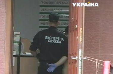 Ограбление банка в Киеве: преступник пришел с обрезом и вынес муляж пачки с крупными купюрами