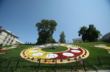Цветочные часы в столице обновят ко Дню Киева