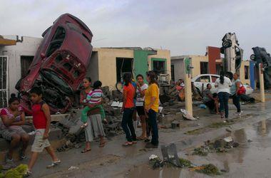 Разгул стихии в мире: в Индии тысяча людей погибли от жары, а в Мексике 6-секундное торнадо убило 13 человек