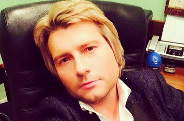 Николай Басков дважды упал на сцене из-за Бони (видео)