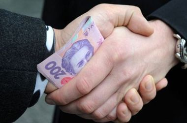 В Днепропетровске чиновника задержали во время получения взятки в 2 миллиона