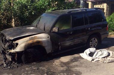 В Харькове сожгли Lexus волонтера