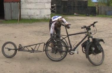 В России у австрийца, который совершает кругосветное путешествие, украли велосипед