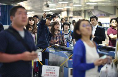 Землетрясение в Японии остановило поезда, метро и лифты