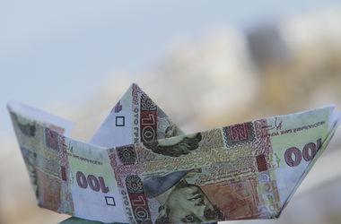 Риск дефолта и экономический спад: гривня вновь оказалась под угрозой падения