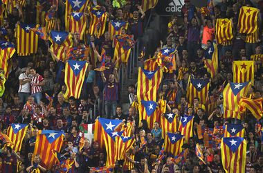 "Фанатов ""Барселоны"" и ""Атлетика"" не накажут за освистывание гимна Испании"