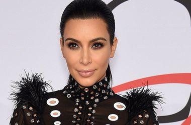 Беременная Ким Кардашьян засветила нижнее белье в прозрачном наряде