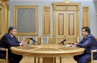 Порошенко поручил усилить охрану Саакашвили