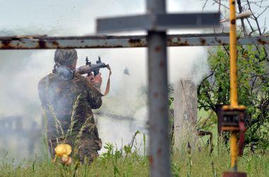 Танки и артиллерия боевиков штурмуют военных под Донецком, ситуация внештатная – АП
