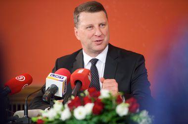 Президентом Латвии с пятой попытки стал министр обороны