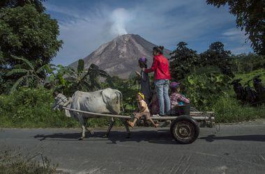 Индонезийцы бегут из домов из-за угрозы обрушения купола вулкана