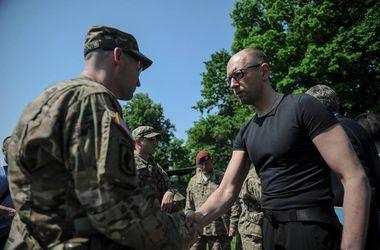 Украинская армия способна работать по стандартам НАТО - Яценюк