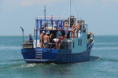 В Одесской области спасли 25 отдыхающих, которые вышли в море на катере