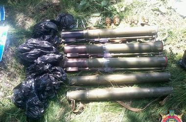 На Донбассе нашли крупные тайники с оружием