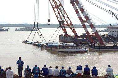 Затонувший китайский лайнер подняли со дна без надежды найти выживших