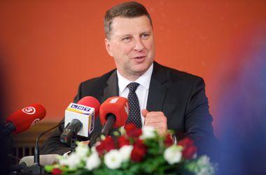 Порошенко поздравил Вейониса с победой на президентских выборах